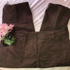 Style & Co Cargo Capri Pants in Brown
